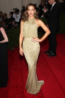 I am not normally a lover of gold, but I really liked this elegant Diane von Furstenberg dress, worn by Kate Beckinsale.