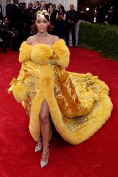 Rihanna-Vogue-5May15-Getty_